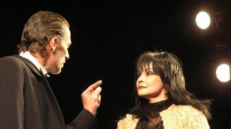 S Jiřím Zapletalem  (Jaroslav Prus) v roli Emily Marty v Čapkově Věci Makropulos (r. Věra Herajtová, prem. duben 2009, KD HK). FOTO JIŘÍ P. KŘÍŽ