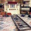 Příprava scény ve West London Synagogue