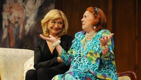S Ivou Janžurovou v nejnovější komedii Divadla Kalich Sbohem, zůstávám. FOTO MAREK NAVRÁTIL