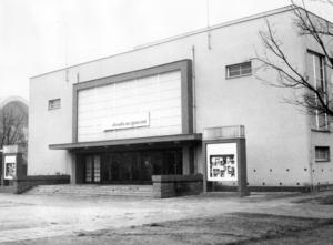 V Divadle na Výstavišti působilo v roce 1929 krátce Studio NDB, vedené E. F. Burianem, a v sedmdesátých letech, když bylo z důvodu rekonstrukce uzavřeno Mahenovo divadlo, zde část svého repertoáru uvedla činohra NDB (SDB). Výjimečně v Divadle na Výstavišti působily i soubory zpěvohry a opery. FOTO archiv NDB
