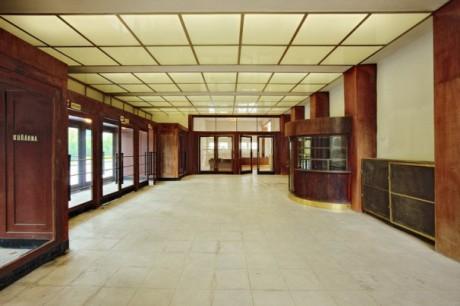 Foyer byl stejně ponurý jako kdysi. FOTO archiv BVV