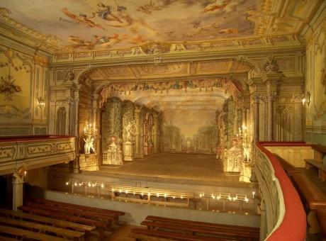 Českokrumlovské zámecké divadlo je mimořádnou památkou světového významu. Je jedním z nejstarších barokních divadel zámeckého typu dochovaných ve střední Evropě a reprezentuje nejkomplexněji dochovanou barokní divadelní scénu svého druhu na světě. FOTO archiv