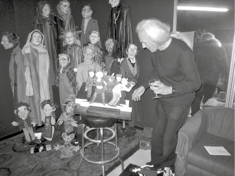 Conrad Bishop se svými loutkami