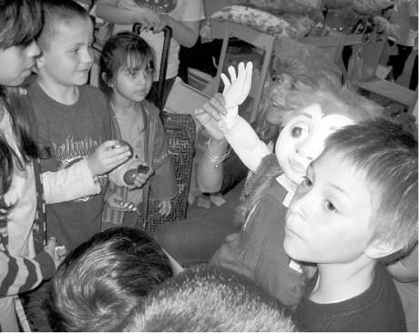 Setkání dětí bezdomovců aloutky vazylovém domě FOTO MARKA MÍKOVÁ