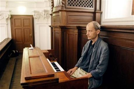 V mikulovském kostele (2009), kde hrál na festivalu Eurotrialog několikrát na varhany. FOTO Eurotrialog