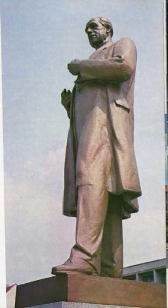 Pomník Antonína Zápotockého v Klatovech. FOTO archiv