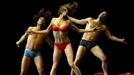 Platel pracuje se skvěle vybavenými tanečníky, akrobaty a herci. FOTO archiv festivalu