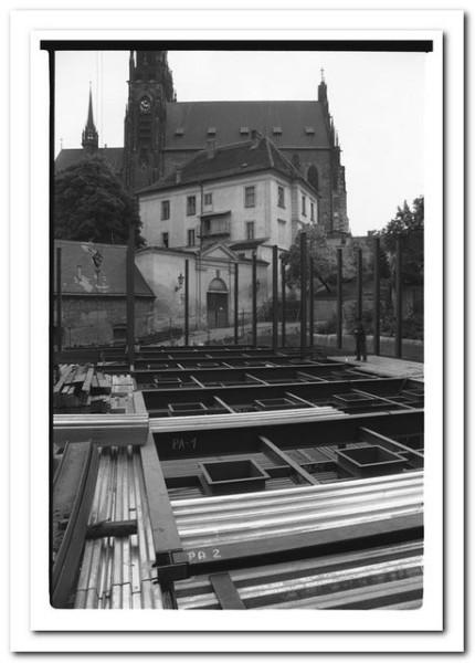Základy stavby nového Provázku pod brněnským Petrovem.  FOTO JIŘÍ DOBROVOLNÝ