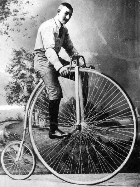 Pane Tuček, slezte z toho kola, spadnete, zabijete se! Stůjte! FOTO archiv