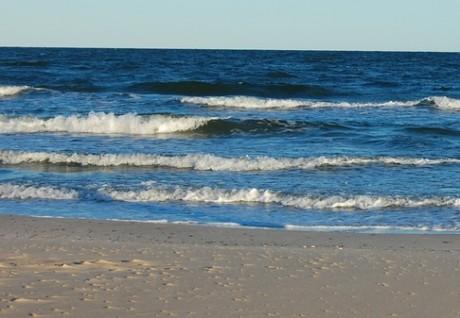 Opouštím stránky a fascinovaně pozoruji epilepticky zpěněné vrcholky vln. Sem tam… Sem tam… FOTO archiv