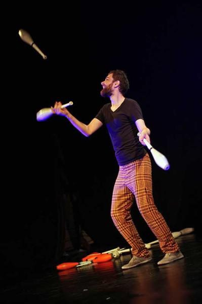 Mateusz Kownacki, žonglér a mim z uskupení Carnival