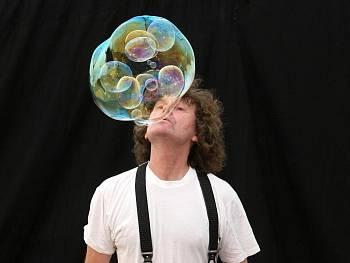 Václav Strasser a jeho Duhové bubliny. FOTO archiv