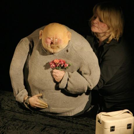 série výstupů s loutkou nazvaná Second hand puppets nabídla sice řemeslně zdařilé kousky. FOTO MICHAL DRTINA