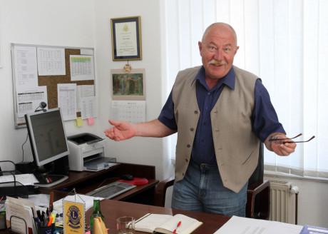 Pavel Hekela ve své rozhlasové pracovně. FOTO LIBOR TEICHMANN