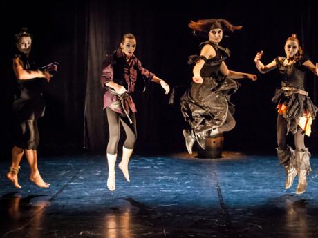 Studenti Katedry pantomimy HAMU představí úspěšnou pantomimu Piráti FOTO ARCHIV FESTIVALU