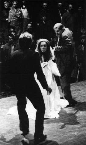 Sopranistka Gwyneth Jones v roli Brünnhildy během zkoušek Soumraku bohů, čtvrté části Prstenu nibelungova na Bayreuthském festivalu v roce 1976. FOTO archiv