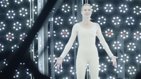 Hrdinkou Futurologického kongresu je herečka Robin Wrightová, která hraje sama sebe, avšak ve světě blízké budoucnosti. Producenti získají kompletní digitální duplikát její osoby a zároveň práva na její používání do všech svých filmů. Děj se pak přesouvá o 20 let... FOTO archiv