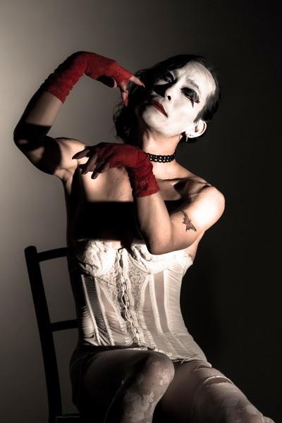 Pro tuto větev je proto typický transvestismus – převlékání do ženských šatů, a také  taneční projev s rysy melancholického masochismu.FOTO archiv