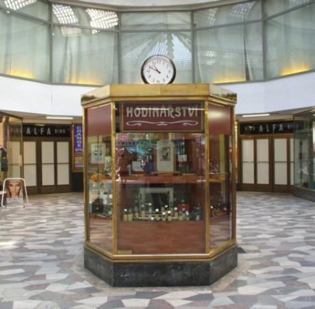 Původní prodejna uprostřed pasáže. FOTO archiv