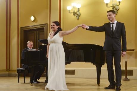 Jana Šrejma Kačírková a Pavel Černoch, u klavíru David Švec. Foto Pavel a Petr Horníkovi.