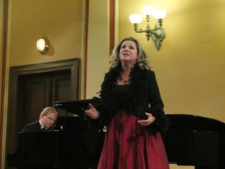Helena Kaupová, u klavíru David Švec. Foto Pavel a Petr Horníkovi.