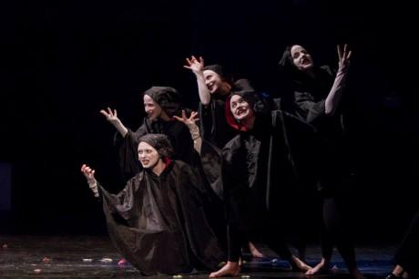 Zkoušíme scénu příchodu ducha krále Hamleta. FOTO archiv Studia Marta