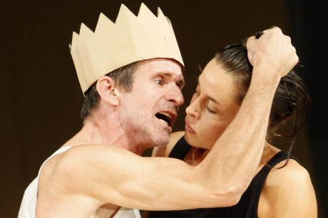 Ulrich Matthes Oidipus) a Susanne Wolff (Kreon). FOTO archiv PDFNJ