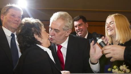 Miloš Zeman a Jiřina Bohdalová po vyhlášení výsledků prezidentských voleb. FOTO JAN ZÁTORSKÝ