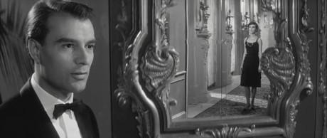 Georgio Albertazzi (Cizinec) a Delhpine Yeyring (Žena) v Resnaisově filmu (1961). FOTO archiv