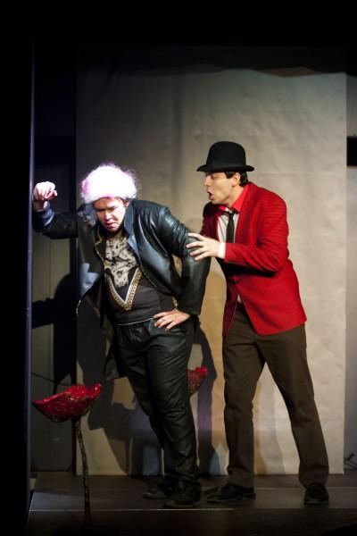 Vlevo Petr Karas (Don Giovanni), vpravo Martin Frýbort (Leporello). FOTO archiv JAMU
