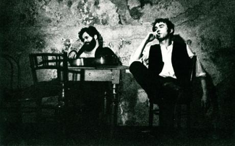 Radim Vašinka jako Baal a Jan Zelenka ve stejnojmenné Brechtově hře, uváděné v r. 1971 v čs.premiéře. FOTO archiv Radima Vašinky