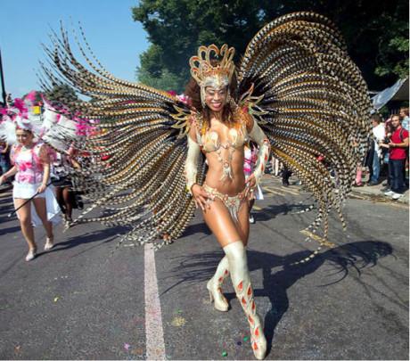 V několikahodinovém průvodu najdeme mnoho společného s podobnými festivaly v Riu  FOTO archiv