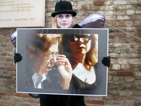 Happening k přejmenování uličky po Václavu Havlovi v blízkosti divadla Husa na provázku. FOTO archiv