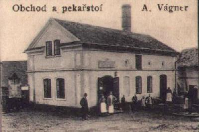 Obchod a pekařství Antonína Vágnera, dobová pohlednice. Repro archiv