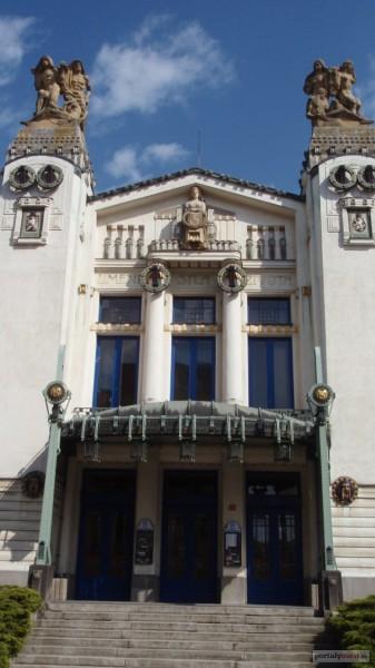 Vstupní portál Městského divadla Mladá Boleslav. FOTO archiv MD MB