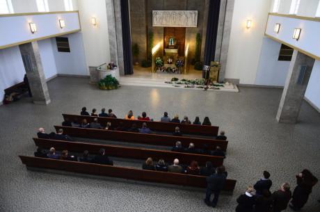 Pohřeb se konal ve Strašnickém krematoriu 20. prosince. FOTO PAVEL MACHAN