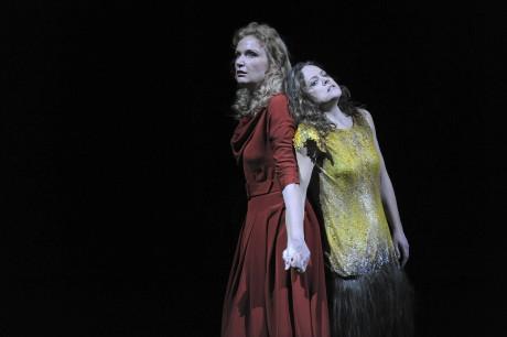 Anne Schwanewilms (Chrysothemis), Evelyn Herlitzius (Elektra). Foto:  Matthias Creutziger.