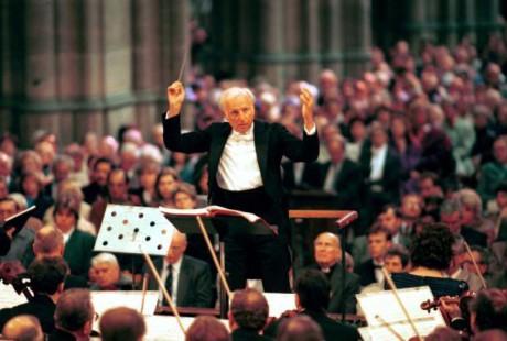 Gerd Albrecht jako šéfdirigent České filharmonie na festivalu Pražské jaro (1995). FOTO archiv ČT