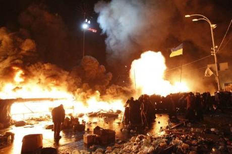 Majdan v plamenech FOTO DAVID MDZINARiSHVILI