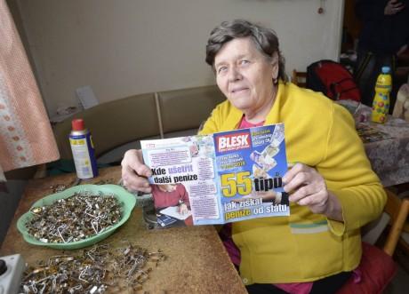 Celý život Zdeňka Šubrtová (69) dřela. Měla by si užívat zasloužený odpočinek, ale je ráda, že s penzí vyjde. Proto uvítala brožuru Blesku, která radí lidem v nouzi. FOTO ZBYNĚK CHNAPKA / BLESK
