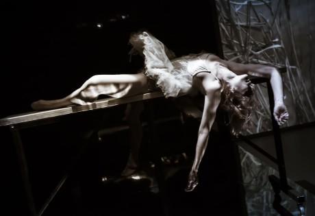 Na scéně se objeví i Taťána, kterou velmi přesvědčivě ztvárnila Andrea Miltnerová. FOTO MARTIN MAŘÁK