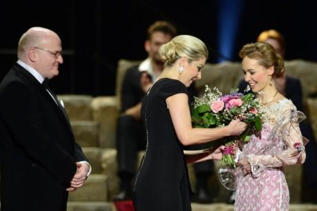 Zleva ministr kultury Daniel Herman a herečka Sabina Laurinová předali Martě Drastíkové Cenu Thálie 2013 v oboru balet, pantomima a jiné tanečnědramatické žánry. FOTO: Michal Kamaryt,