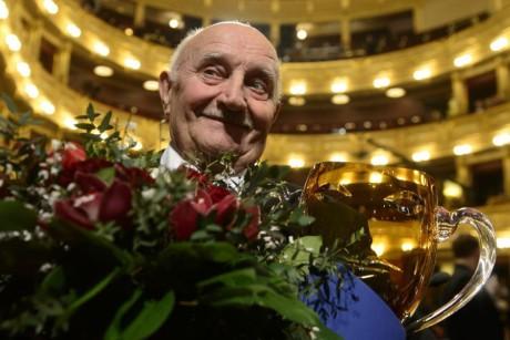 Josef Somr převzal Cenu Thálie za celoživotní činoherní mistrovství.  FOTO JOSEF KAMARYT