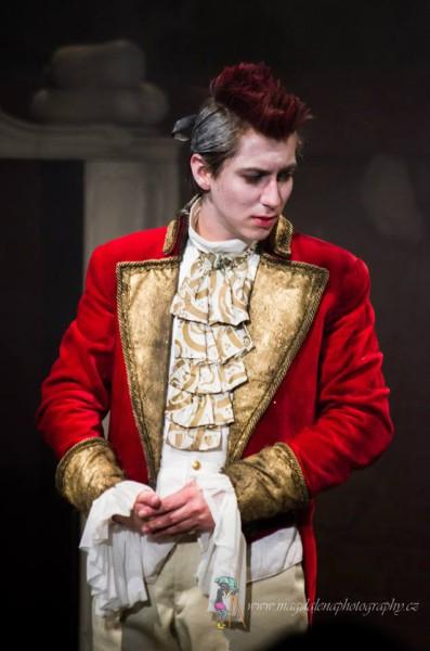 Na hrací plochu vkráčel rázným krokem sympatický mladíček s bláznivým pruhem červených vlasů uprostřed hlavy. FOTO archiv DHnP