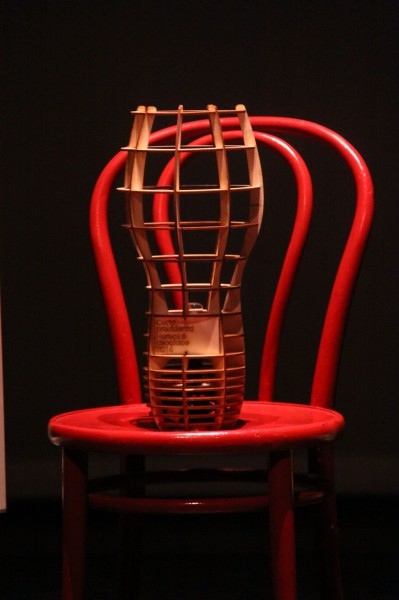 Trofej- lampa šéfdesignéra Studentské Thálie, studenta průmyslového designu Petra Strejčka. FOTO archiv Studentská Thálie