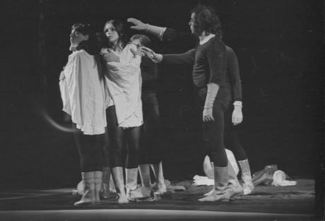 Divadlo X: Hry na vedlejším nebi, Wolkerův Prostějov 1974. FOTO archiv ARTAMA