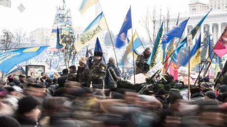 Třesoucí, poskakující hlavou blýskají z mrákot obrazy Krymu, Kyjeva, ruských vojáků, ukrajinských demonstrantů, do kterých střílejí profesionální šakalové… FOTO archiv