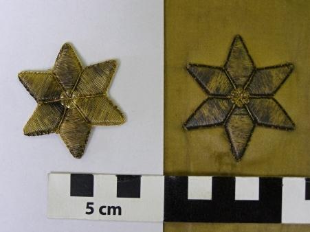 Srovnání nově vyrobené hvězdičky s dochovanou. FOTO NM