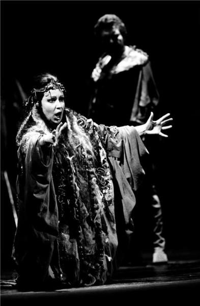 Ve Verdiho Trubadúrovi (ND 1986). FOTO OLDŘICH PERNICA