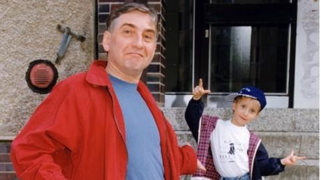 Se svým otcem před jejich domem na Barrandově. FOTO archiv